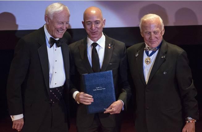 ภาพหลุด ,Jeff Bezos , Amazon ,กินแมลงสาบ,Explorers Club